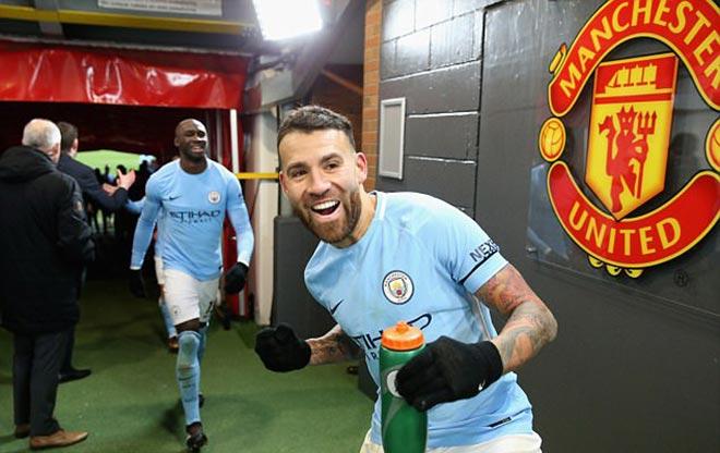 Mourinho cà khịa cầu thủ Man City, bị ném chai nhựa vào đầu - 2