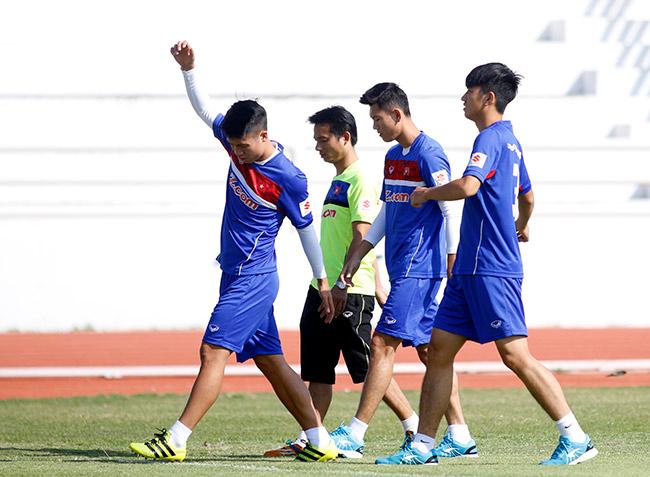 """U23 Việt Nam: HLV Park Hang Seo """"say nắng"""" với học trò - 1"""