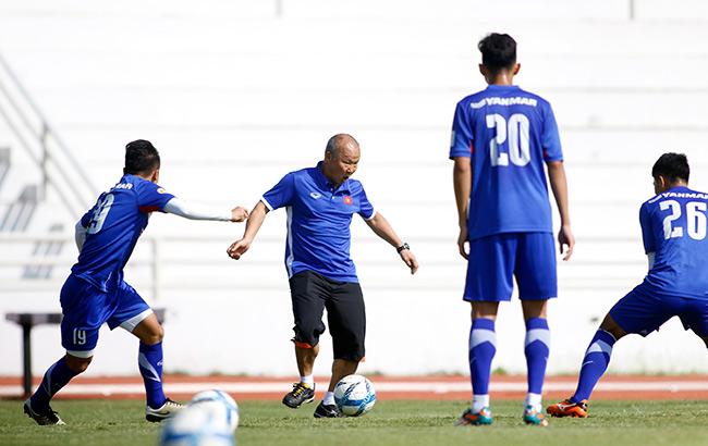 """U23 Việt Nam: HLV Park Hang Seo """"say nắng"""" với học trò - 3"""