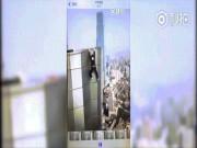 Hãi hùng nghệ sĩ TQ tuột tay, lao từ tầng 62 xuống đất