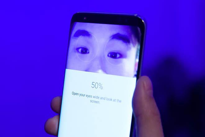 Không ăn theo Face ID, Galaxy S9 vẫn sẽ có máy quét mống mắt xịn hơn - 2