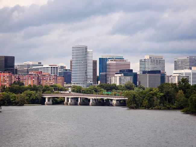 3. Arlington, Virginia: người có bằng cử nhân tại Arlington có mức thu nhập cao hơn 108% so với lao động có bằng cấp thấp hơn. Nếu có bằng cử nhân, bạn sẽ có cơ hội nhận mức lương từ 36.500USD/năm (khoảng 830 triệu đồng/năm) tới 75.900USD/năm (trên 1.7 tỉ đồng/năm).