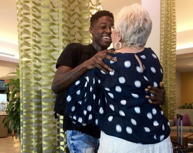 Thanh niên 22 tuổi quen bà cụ 81 tuổi qua mạng, thành bạn thân - 1