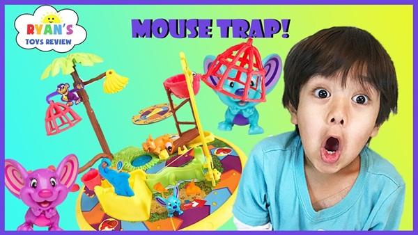 Cậu nhóc 6 tuổi kiếm hàng trăm tỷ đồng nhờ đánh giá đồ chơi trên Youtube - 1