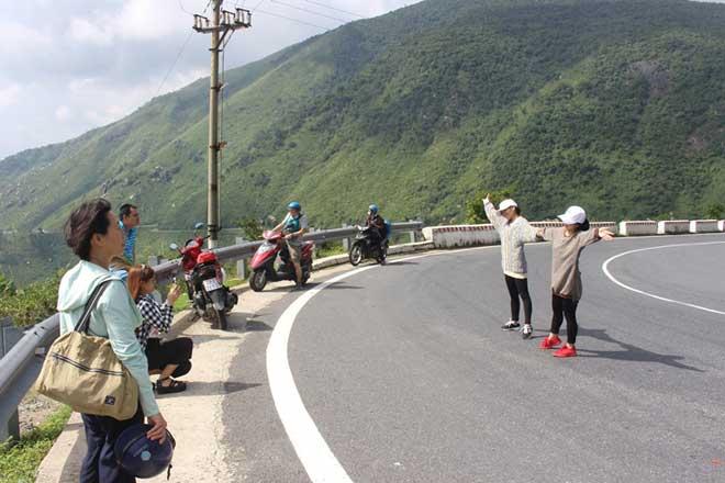 """CSGT Đà Nẵng sẽ xử lý du khách """"tạo dáng"""" giữa đèo Hải Vân - 5"""