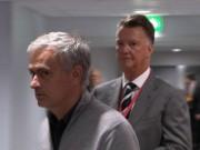 """Van Gaal  """" buồn ngủ """"  cũng chê MU của Mourinho buồn tẻ"""