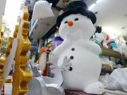 Nặn  người tuyết, nghề độc lạ ở Thủ đô mùa Noel