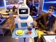 Lần đầu tiên ở Việt Nam: Robot làm phục vụ bàn