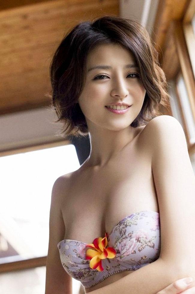 Đây là người mẫu Nhật Bản -Chinami Suzuki.