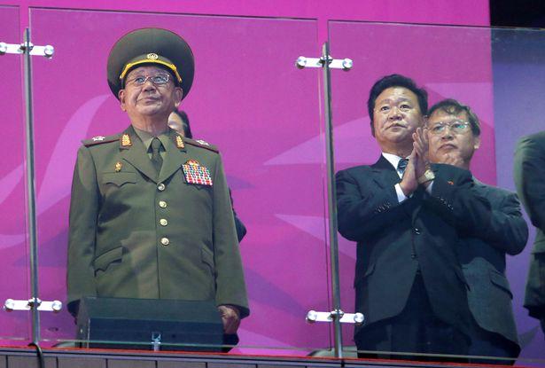 """Tướng thân cận hàng đầu của Kim Jong-un """"mất tích"""" bí ẩn - 2"""