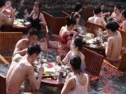 TQ: Nam thanh nữ tú vừa tắm vừa ăn lẩu giữa trời giá buốt