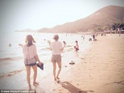 Phát hoảng với bãi biển du khách vừa tắm vừa sợ dẫm phải mìn