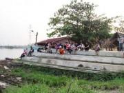 Người phụ nữ  chết điếng  khi phát hiện xác người trôi sông SG