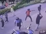 Tranh giành địa bàn, 2 nhóm hỗn chiến trước chợ Bình Điền