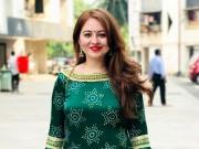 Cô gái Ấn Độ khổ sở vì trắng trẻo như Tây