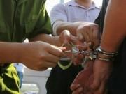 Khống chế đối tượng bắt cóc trẻ em, hai công an bị đâm trọng thương