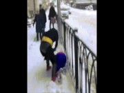 Ông già Noel giải cứu người nhện khỏi người dơi