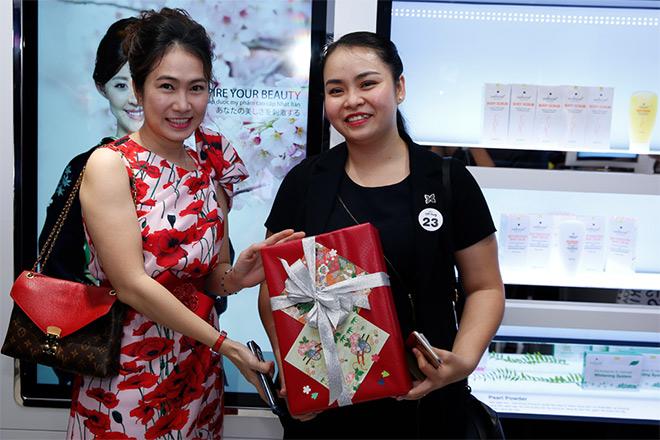 Phi Huyền Trang gợi cảm dự VIP Party showroom dược mỹ phẩm Sakura Nhật Bản - 4