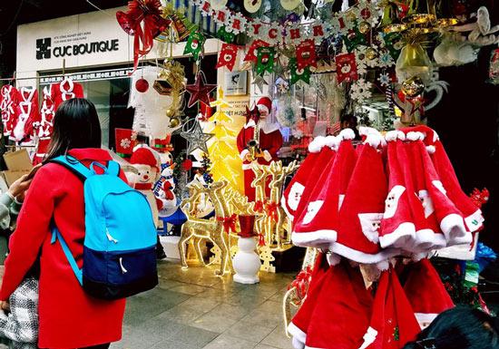 Đồ trang trí Noel giá tiền triệu hút khách - 2