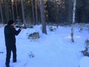 """Dùng súng săn để  """" chặt """"  đổ cây trong vài giây"""