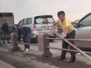 Triệu tập tài xế tự ý tháo dải phân cách cầu Thanh Trì, trốn CSGT