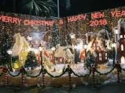"""Giáng sinh ở Sài Gòn:  """" Lạc lối """"  ở 2 khu phố nhà giàu"""
