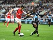 """Arsenal - Newcastle:  """" Nòng súng """"  giương cao, bắn hạ  Chích chòe"""