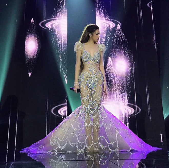 Loạt váy dễ gây hiểu nhầm của Hồ Ngọc Hà năm 2017 - 1