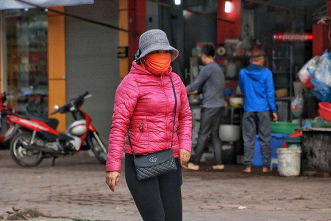 Người Hà Nội co ro trong đợt rét mạnh nhất từ đầu mùa - 4