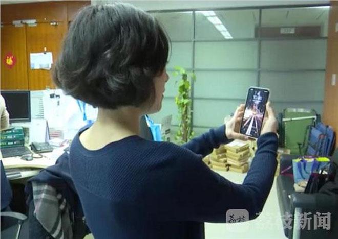 """Số nhọ"" đổi iPhone X hai lần vẫn bị đồng nghiệp qua mặt Face ID - 1"