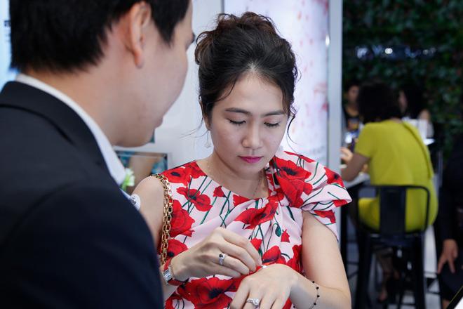 Phi Huyền Trang gợi cảm dự VIP Party showroom dược mỹ phẩm Sakura Nhật Bản - 6