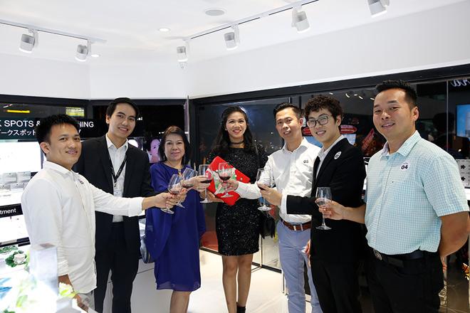 Phi Huyền Trang gợi cảm dự VIP Party showroom dược mỹ phẩm Sakura Nhật Bản - 10