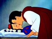 """GS Nhật bị  """" ném đá """"  vì nói Hoàng tử quấy rối tình dục Bạch Tuyết"""
