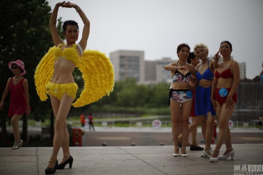 Phát ngất vì cuộc thi Hoa hậu Cải thảo, Bò sữa ở Trung Quốc - 10