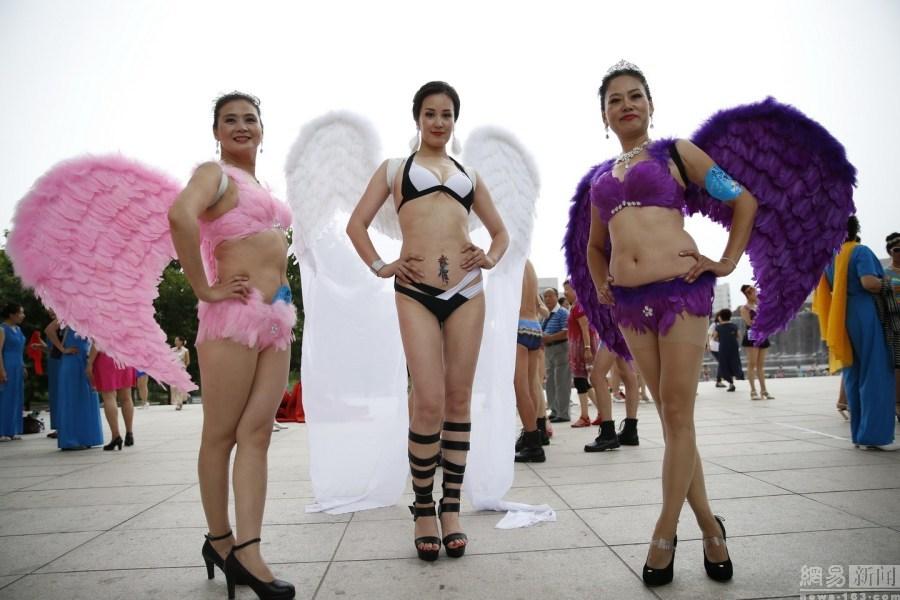 Phát ngất vì cuộc thi Hoa hậu Cải thảo, Bò sữa ở Trung Quốc - 12