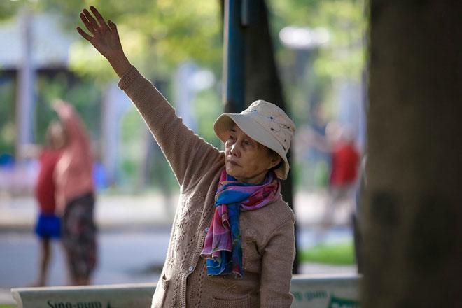 Người Sài Gòn co ro trong gió lạnh - 2