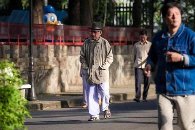 Người Sài Gòn co ro trong gió lạnh - 1