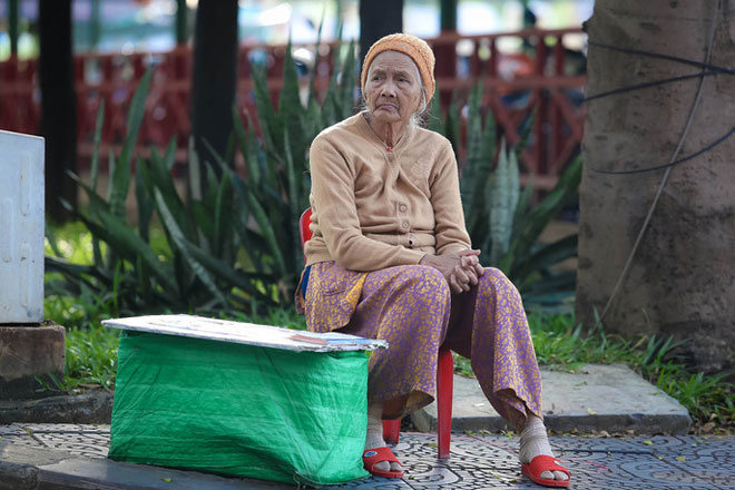 Người Sài Gòn co ro trong gió lạnh - 4