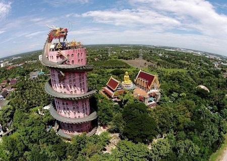 Kỳ lạ ngôi đền toàn rồng bao quanh ở Thái Lan - 1
