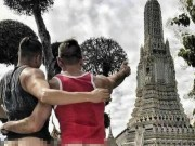 """Chụp ảnh khoe vòng 3 trước chùa thiêng ở Thái Lan, du khách nhận  """" kết đắng """""""