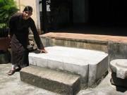 Phiến đá oán hờn ở chùa Thập Tháp