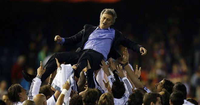 """Nhà vô địch vĩ đại: Real – Mourinho """"thần thánh"""", Barca hít khói 100 điểm - 1"""