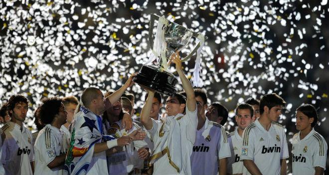 """Nhà vô địch vĩ đại: Real – Mourinho """"thần thánh"""", Barca hít khói 100 điểm - 2"""