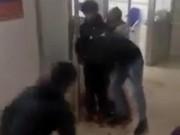 Một người đàn ông bị đâm gục ngay tại phòng cấp cứu