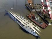 Phà Phillipines chở 251 người lật giữa sóng to gió lớn