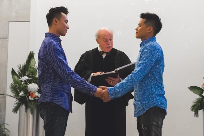 Nụ hôn John Huy Trần và bạn trai Nhiệm Huỳnh đốn tim cộng đồng LGBT - 2