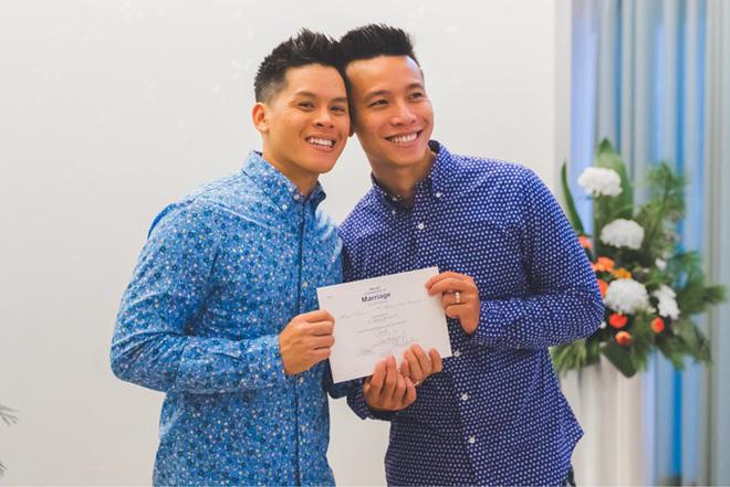 Nụ hôn John Huy Trần và bạn trai Nhiệm Huỳnh đốn tim cộng đồng LGBT - 6