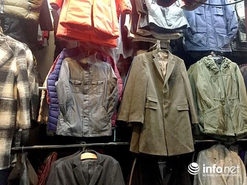 Trời trở lạnh, người dân TP.HCM đổ đi sắm sửa quần áo ấm - 5