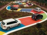 Đường hình rắn màu sắc hút khách du lịch tại Trung Quốc
