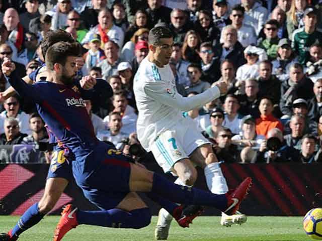 """Messi sút bóng """"vỡ mặt"""" Ronaldo: Khôn khéo """"dập lửa"""", CR7 nuốt hận - 1"""
